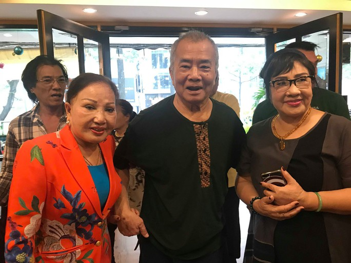 Nhuận Điền Thanh Tú nghẹn ngào hội ngộ nghệ sĩ thế hệ vàng - Ảnh 1.