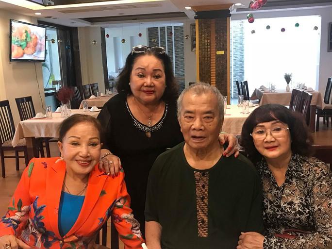 Nhuận Điền Thanh Tú nghẹn ngào hội ngộ nghệ sĩ thế hệ vàng - Ảnh 3.