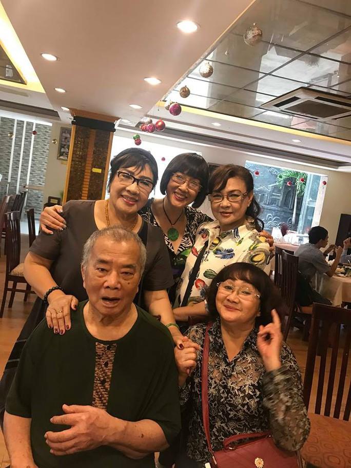 Nhuận Điền Thanh Tú nghẹn ngào hội ngộ nghệ sĩ thế hệ vàng - Ảnh 4.