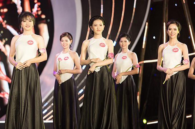 Người đẹp tặng hoa Tổng thống Donald Trump vào chung kết Hoa hậu Việt Nam  - Ảnh 2.