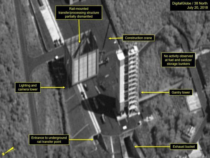Triều Tiên có động thái lạ tại bãi thử tên lửa - Ảnh 1.