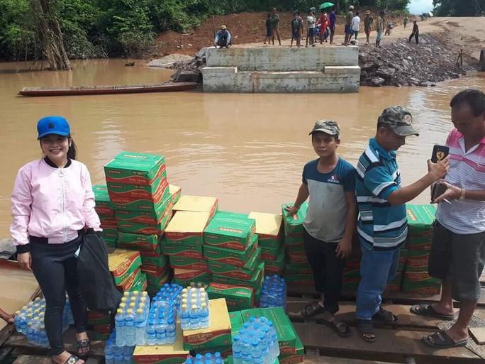 Tường thuật từ nơi vỡ đập thủy điện Lào: Chỉ còn cách dùng trực thăng, ca-nô để cứu người - Ảnh 9.