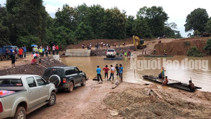 Tường thuật từ nơi vỡ đập thủy điện Lào: Chỉ còn cách dùng trực thăng, ca-nô để cứu người - Ảnh 3.