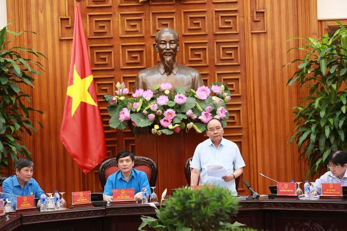 Thủ tướng Nguyễn Xuân Phúc: Tạo điều kiện tối đa để xây dựng thiết chế Công đoàn, phục vụ công nhân - Ảnh 1.