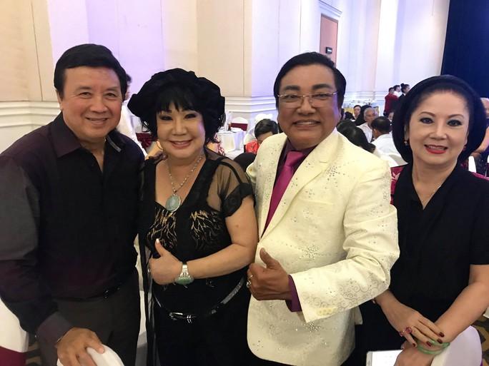 Đám cưới đầy nước mắt của con trai cố NSƯT Thanh Sang - Ảnh 6.