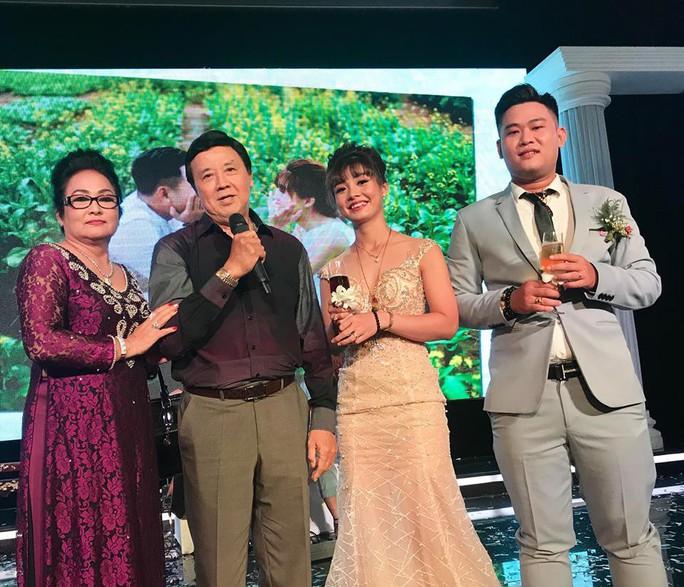 Đám cưới đầy nước mắt của con trai cố NSƯT Thanh Sang - Ảnh 7.
