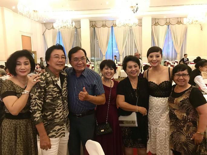 Đám cưới đầy nước mắt của con trai cố NSƯT Thanh Sang - Ảnh 8.