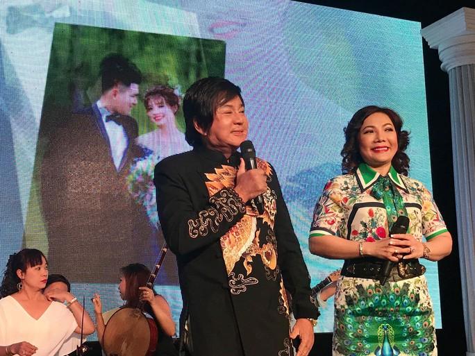 Đám cưới đầy nước mắt của con trai cố NSƯT Thanh Sang - Ảnh 4.