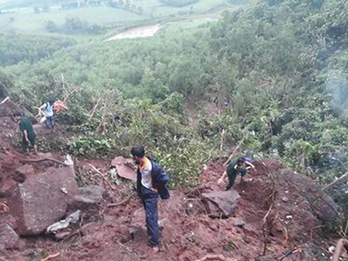 Vụ rơi máy bay quân sự Su-22 ở Nghệ An: 2 phi công hy sinh - Ảnh 2.