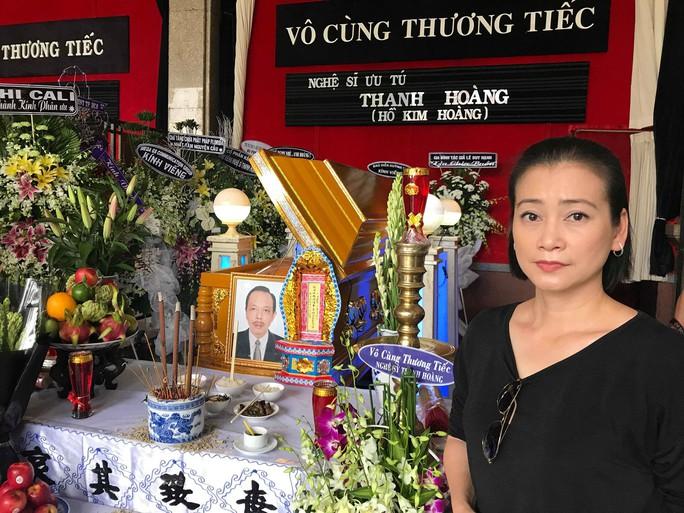 NSƯT Thành Lộc rơi nước mắt tiễn biệt NSƯT Thanh Hoàng - Ảnh 7.