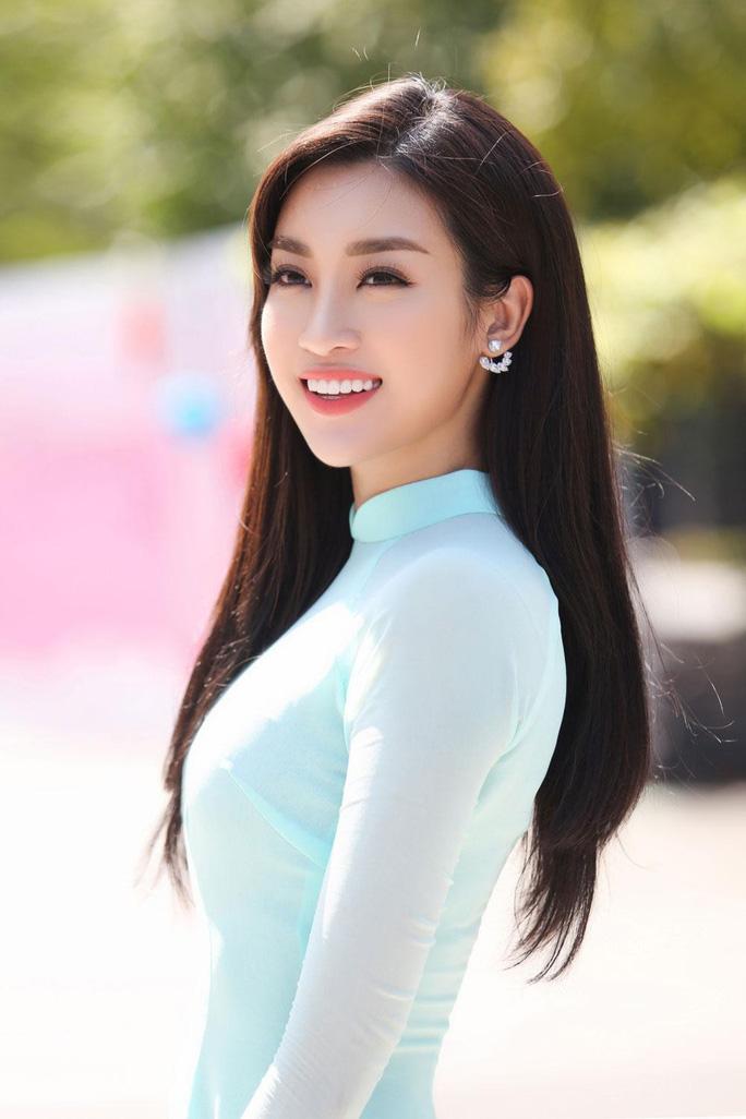 Hoa hậu Đỗ Mỹ Linh khóc nghẹn vì cặp vợ chồng khuyết tật trong dự án Người đẹp nhân ái 2018 - Ảnh 4.
