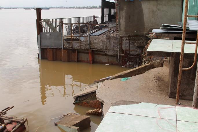 Chưa hết hạn bảo hành, kè tiền tỉ trôi xuống sông Đồng Nai - Ảnh 1.