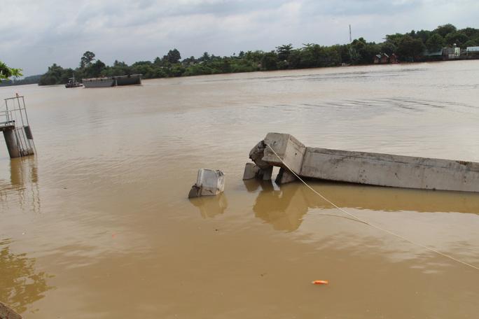 Chưa hết hạn bảo hành, kè tiền tỉ trôi xuống sông Đồng Nai - Ảnh 10.