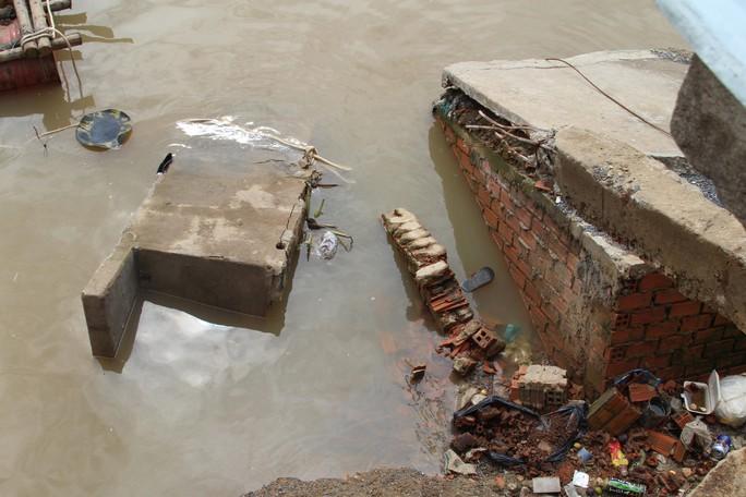 Chưa hết hạn bảo hành, kè tiền tỉ trôi xuống sông Đồng Nai - Ảnh 4.