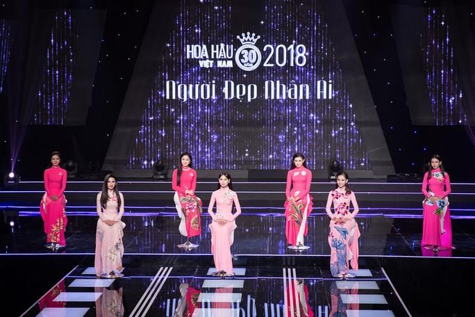 Hoa hậu Đỗ Mỹ Linh khóc nghẹn vì cặp vợ chồng khuyết tật trong dự án Người đẹp nhân ái 2018 - Ảnh 2.