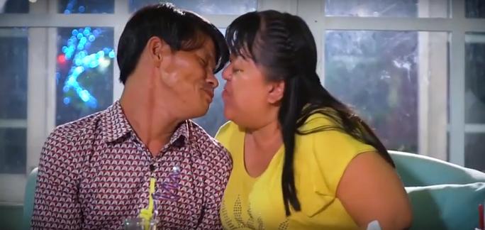 Hoa hậu Đỗ Mỹ Linh khóc nghẹn vì cặp vợ chồng khuyết tật trong dự án Người đẹp nhân ái 2018 - Ảnh 5.