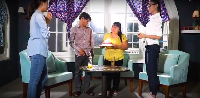 Hoa hậu Đỗ Mỹ Linh khóc nghẹn vì cặp vợ chồng khuyết tật trong dự án Người đẹp nhân ái 2018 - Ảnh 3.