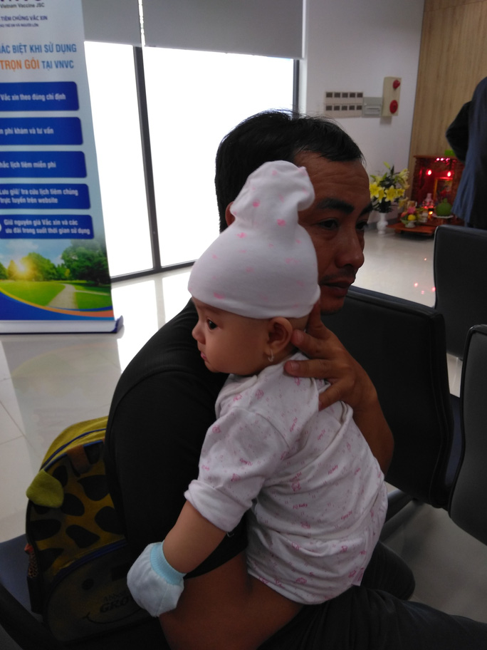 Trẻ hưởng lợi khi đi tiêm chủng vắc xin - Ảnh 1.