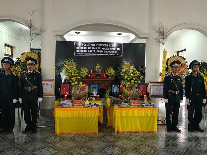 Nghẹn ngào lễ truy điệu 2 phi công Su-22 hy sinh tại Nghệ An - Ảnh 1.