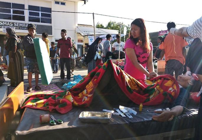 Indonesia: Đảo du lịch trúng động đất mạnh, 50 người thương vong - Ảnh 2.