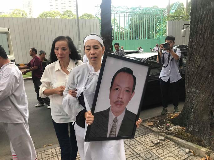 Nghệ sĩ nghẹn ngào tiễn biệt NSƯT Thanh Hoàng - Ảnh 10.
