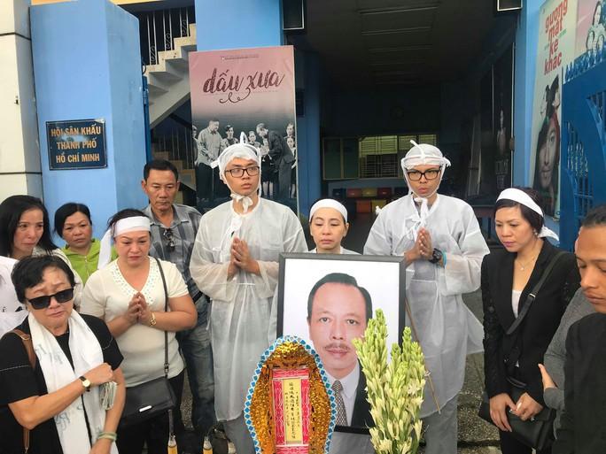 Nghệ sĩ nghẹn ngào tiễn biệt NSƯT Thanh Hoàng - Ảnh 9.