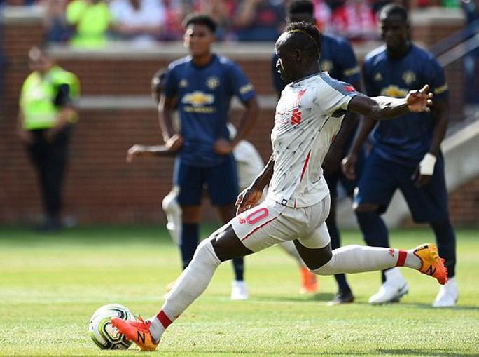 Hàng thủ tệ hại, Man United đại bại trước Liverpool - Ảnh 1.