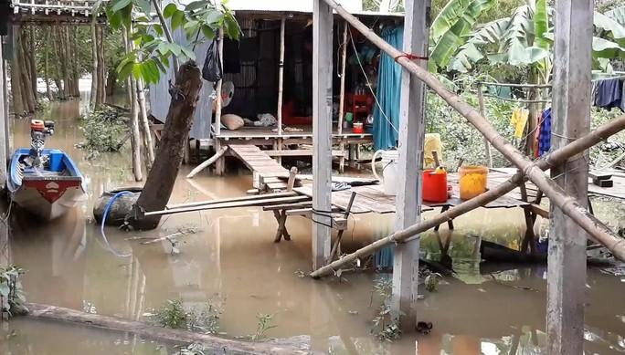 Miền Tây bắt đầu chống chọi với nước lũ từ sự cố vỡ đập ở Lào - Ảnh 5.