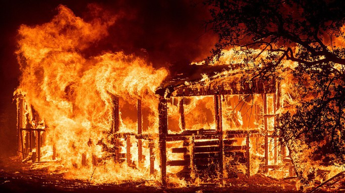 Cháy khách sạn, 5 đứa bé cùng một nhà thiệt mạng - Ảnh 2.