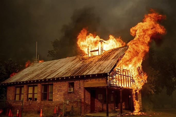 Cháy khách sạn, 5 đứa bé cùng một nhà thiệt mạng - Ảnh 4.