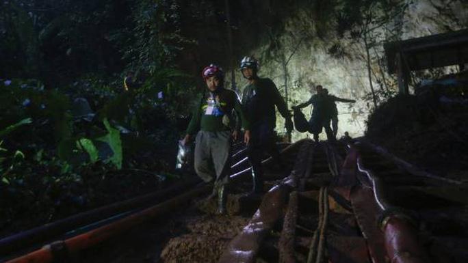 Vụ giải cứu đội bóng mắc kẹt: Thái Lan huy động lực lượng cực khủng - Ảnh 5.