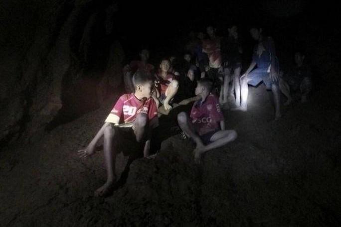 Những người hùng trên tuyến đầu giải cứu đội bóng mắc kẹt trong hang động Thái Lan - Ảnh 5.