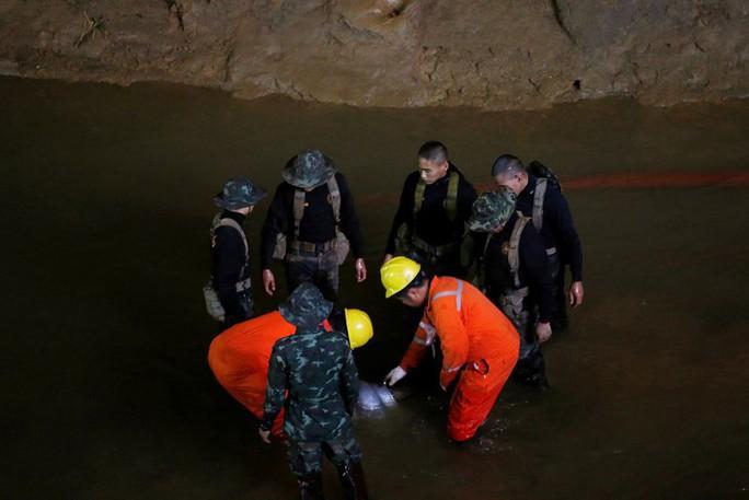 Vụ giải cứu đội bóng mắc kẹt: Cảnh báo hung thần quay lại hang Tham Luang - Ảnh 3.