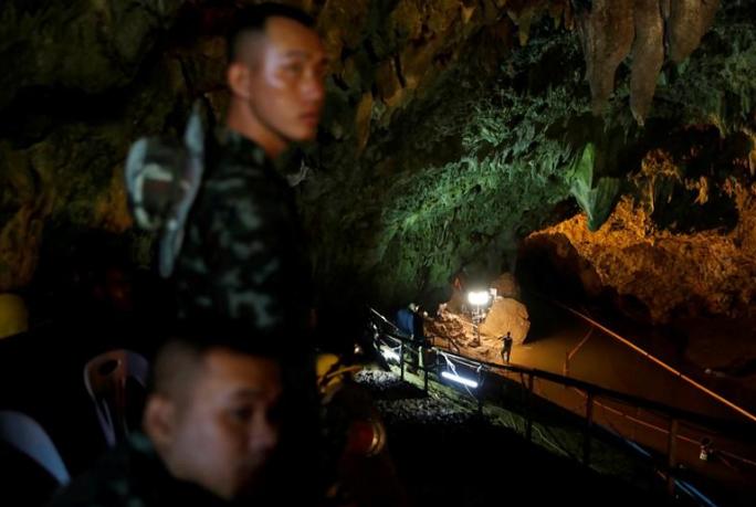 Vụ giải cứu đội bóng mắc kẹt: Cảnh báo hung thần quay lại hang Tham Luang - Ảnh 2.