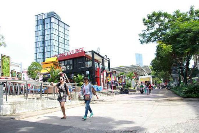Chủ tịch UBND TP HCM: Công viên gì mà toàn quán cà phê, kỳ lạ quá - Ảnh 1.
