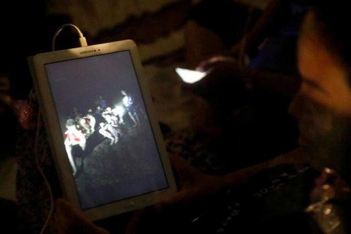 Những người hùng trên tuyến đầu giải cứu đội bóng mắc kẹt trong hang động Thái Lan - Ảnh 4.