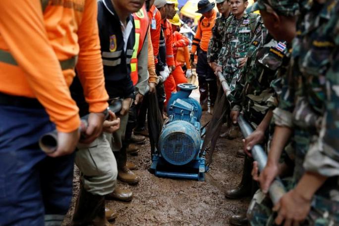 Vụ giải cứu đội bóng mắc kẹt: Cảnh báo hung thần quay lại hang Tham Luang - Ảnh 1.