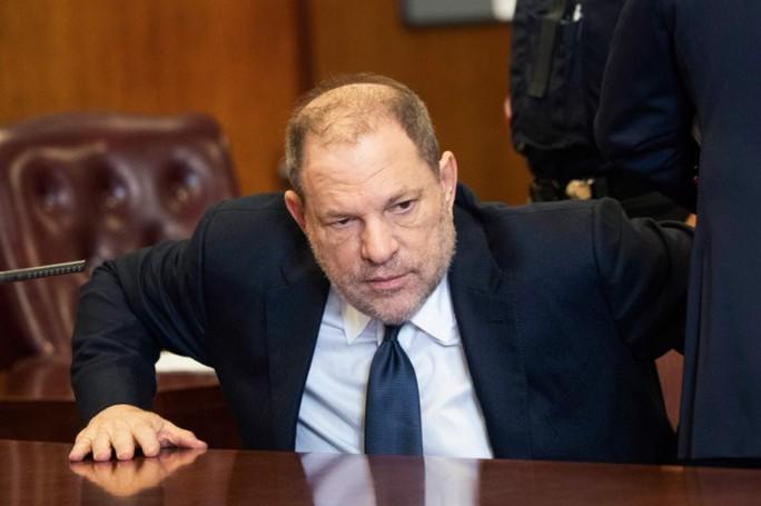 Ông trùm Hollywood tiếp tục bị truy tố tội tấn công tình dục - Ảnh 1.