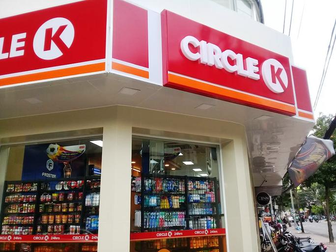 Nhiều cửa hàng tiện lợi vẫn không sợ sau vụ cướp nhí  - Ảnh 1.