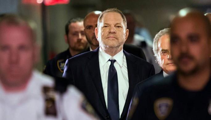 Ông trùm Hollywood tiếp tục bị truy tố tội tấn công tình dục - Ảnh 2.