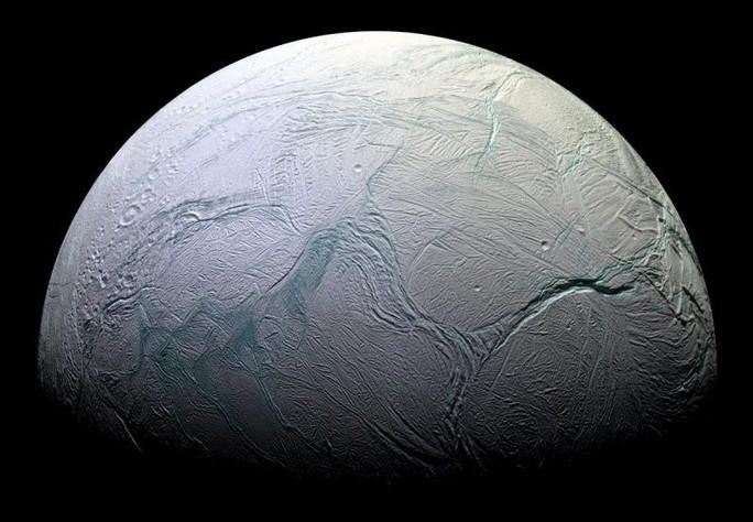 Phát hiện dấu vết sự sống trên mặt trăng sao Thổ - Ảnh 1.