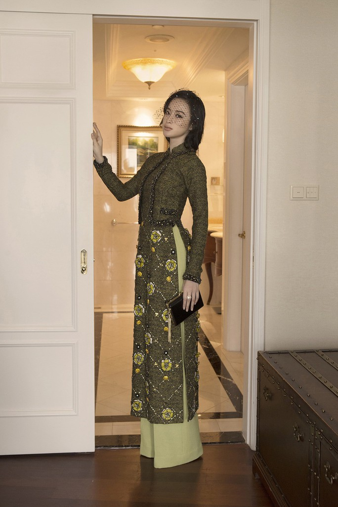 Không khoe thân, Angela Phương Trinh vẫn cực đẹp - Ảnh 1.
