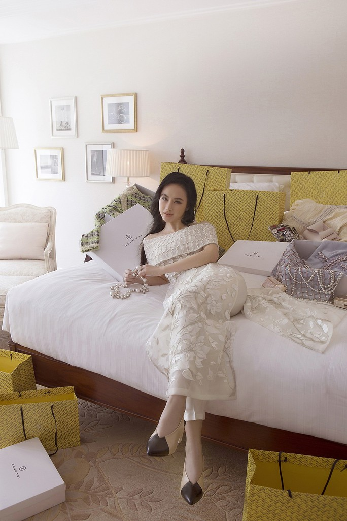 Không khoe thân, Angela Phương Trinh vẫn cực đẹp - Ảnh 4.
