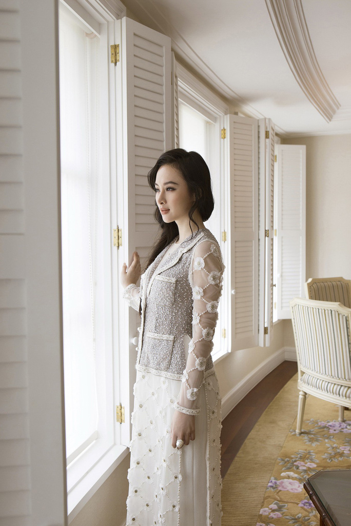 Không khoe thân, Angela Phương Trinh vẫn cực đẹp - Ảnh 2.