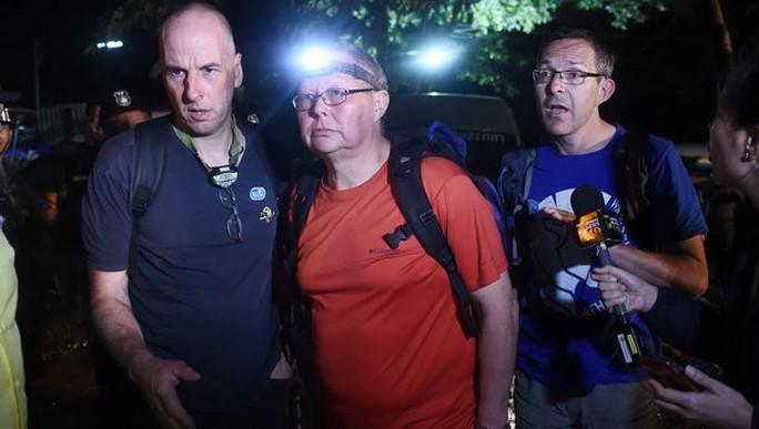 Giải cứu đội bóng nhí Thái Lan: Từ lúc trời trong xanh đến khi cúi đầu cảm ơn đội cứu hộ - Ảnh 3.
