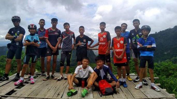 Vụ đội bóng mắc kẹt trong hang động: Thái Lan xem xét trách nhiệm huấn luyện viên - Ảnh 3.