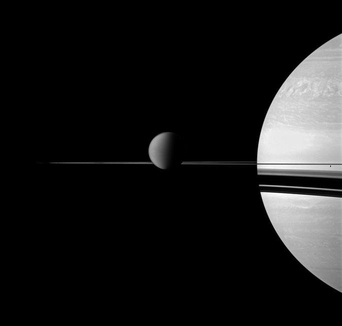 Phát hiện dấu vết sự sống trên mặt trăng sao Thổ - Ảnh 2.