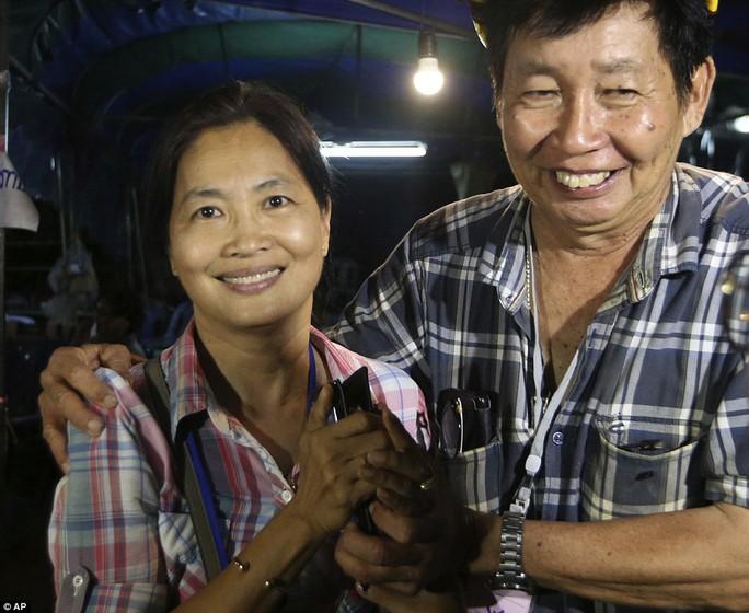 Tìm thấy các cậu bé mắc kẹt trong hang động Thái Lan - Ảnh 8.