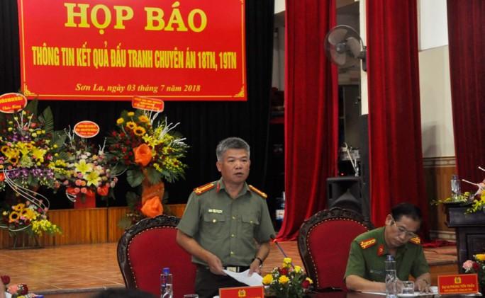 Vì sao 2 ông trùm ma túy ở Lóng Luông hoành hành nhiều năm mới bị vây bắt? - Ảnh 1.