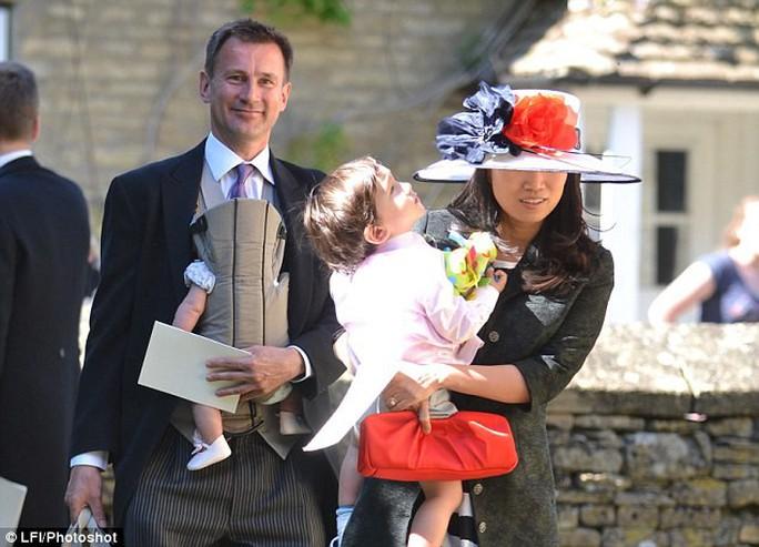 Sang Trung Quốc, Ngoại trưởng Anh nói nhầm gốc gác của vợ - Ảnh 2.